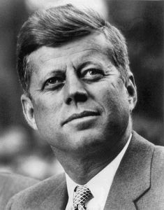 376px-John_F._Kennedy,_White_House_photo_portrait,_looking_up